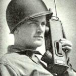 Comparées à cette antique radio portable SCR536 datant de la Seconde guerre mondiale, les solutions actuelles sont radicalement moins encombrantes!