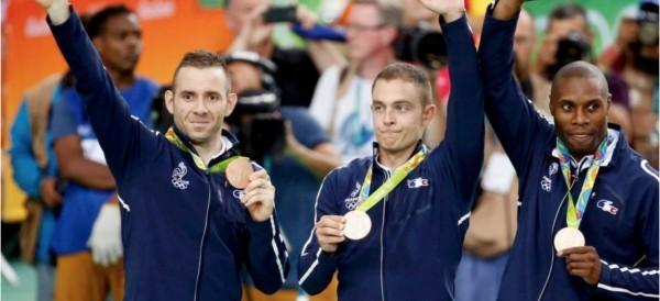 d'Almeida et BAugé avec leurs médailles de bronze
