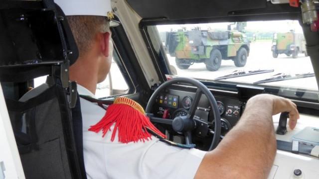 Légionnaire du 2e Régiment Etranger de Génie au volant d'un VHM à Brétigny, lors d'une répétition pour le défilé du 14 juillet 2018 (photo : Forces Operations).