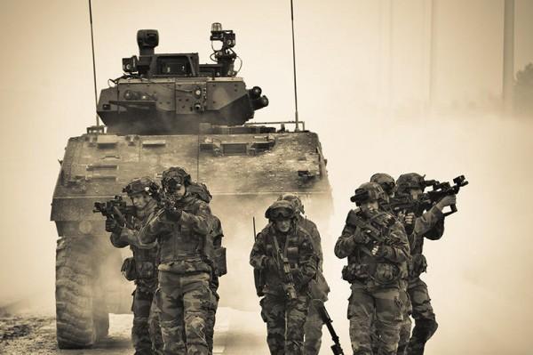 Avec presque 4% de budget supplémentaire, les militaires français avancent en toute confiance vers 2016