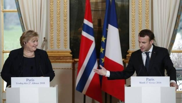 Emmanuel Macron et la Première ministre norvégienne, Erna Solberg, le mardi 27 février à l'Élysée. ( POOL/AFP / IAN LANGSDON )