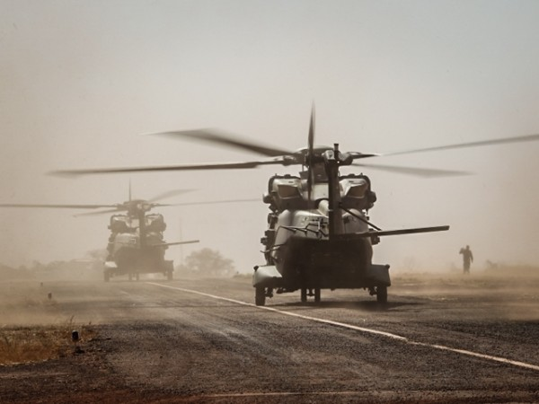 Les deux premiers NH90 allemands s'apprêtent à décoller de Bamako pour rejoindre Gao (Crédit photo: Bundeswehr/Wilke/Sebastian Wilke)
