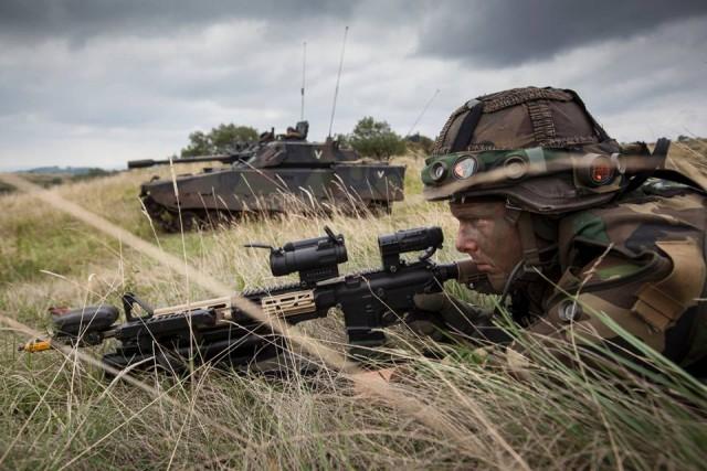 Un soldat néerlandais équipé du système BT47 SAT de Saab, auquel ont déjà eu accès les militaires de la Composante Terre (Credit: Ministère de la Défense des Pays-Bas)