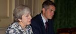 Theresa May et son Secrétaire d'État à la Défense, Gavin Williamson (Crédits : PA Images)