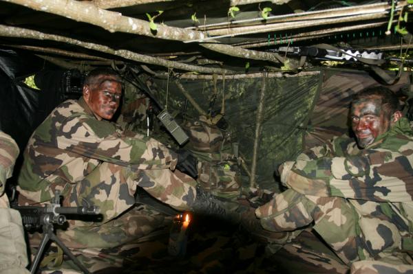 Soldats du 2ème RH en observation  (crédits: G Belan)