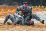 Instructeurs de l'Army Combatives School en démonstration de combat à mains nues au Fort Benning. (Credits: Kristin Molinaro, The Bayonet)