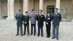 Les stagiaires étrangers. De gauche à droite: un capitaine suisse, une capitaine danoise, un commandant allemand, un commandant U.S.,  une commandante canadienne et un commandant suisse