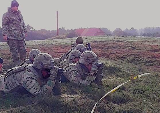 """Prise en main du télémètre Terrapin X lors d'une évaluation """"Test as you fight"""" (Crédit: DALO/Forces armées danoises)"""