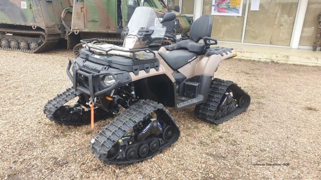 L'un des quads Sportsman Touring 1000 XP perçus récemment par la 27e BIM, ici équipé de son kit chenilles