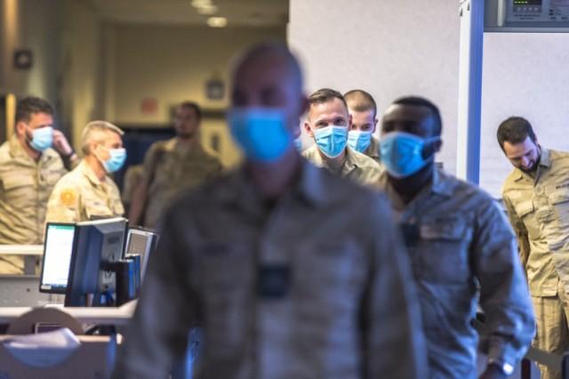 Les rotations opérationnelles se poursuivent malgré la crise sanitaire (Crédit : Défense/ Vincent Bordignon & Erwin Ceuppens)