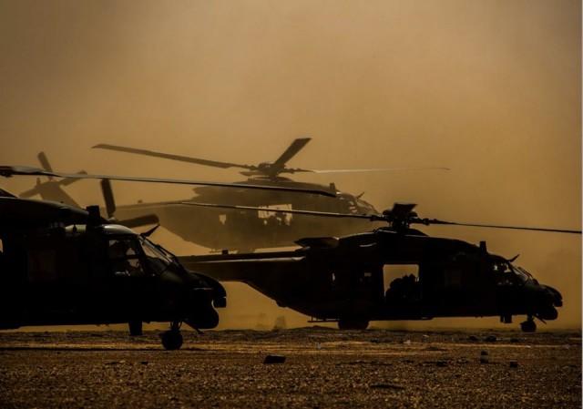 Trois NH90 TTH Caïman déployés au sein de l'opération Barkhane (Crédit : armée de Terre/MinArm)