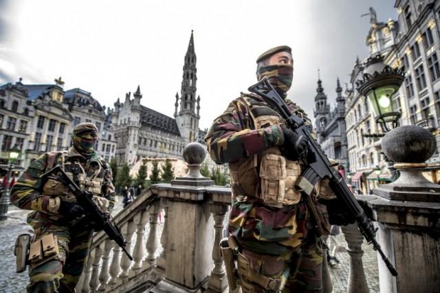 Des soldats belges en patrouille dans les rues de Bruxelles (Crédit: MinDef/Daniel Orban)