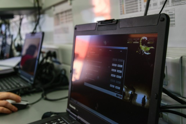 L'un des 16 postes de travail du Centre de formation délégué mobile du combat Scorpion (Crédits : 1er RI)