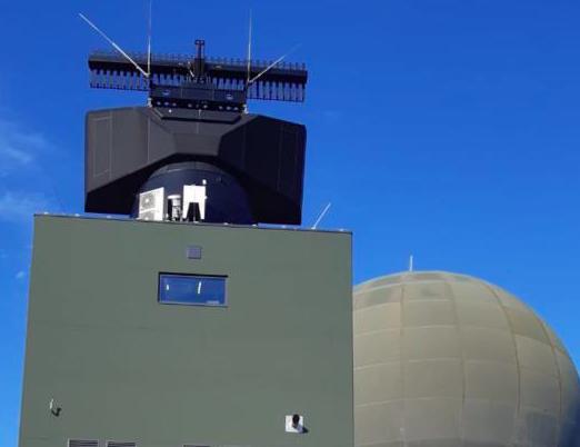 Le radar SMART-L MM/F en cours d'activation à Wier (Crédits: Thales)