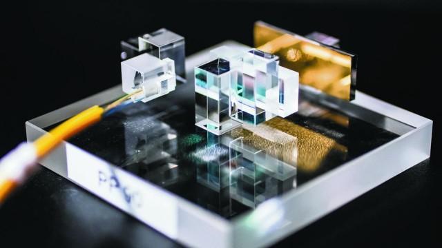 La technologie de conversion multi-plan de la lumière (MPLC) de Cailabs, présentée l'an dernier devant l'AID. Avec des débouché multiples dans la communication laser, les armes à énergie dirigée, etc. (Crédits : Cailabs)