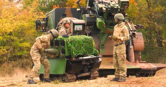 """Exit le couple """"pièce-munition"""", l'artillerie augmentée y joint des robots, des drones et de nouveaux systèmes d'entraînement et de simulation (Crédits : Nexter)"""