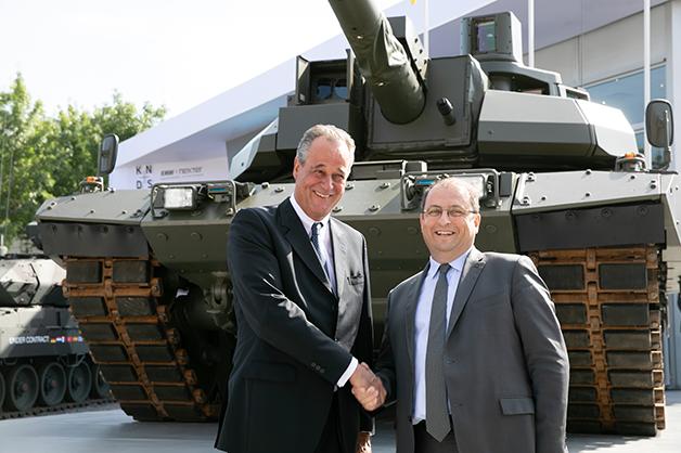 Frank Haun, PDG de KMW, et Stéphane Mayer, PDG de Nexter (Crédits: KNDS)