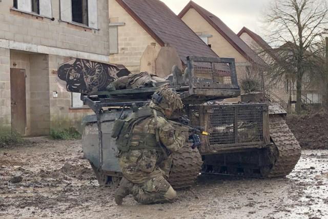 Un robot THeMIS expérimenté par l'armée britannique lors de l'Army Warfighting Experiment 2018 (Crédits : Milrem)