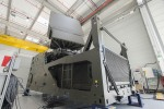 Le premier radar Ground Fire assemblé par Thales sur son site de Limours (Crédits : DGA/Ministère des Armées)