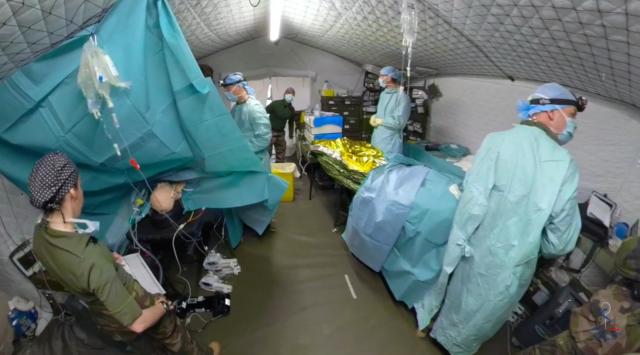 À l'intérieur de la zone chirurgicale d'une ARCS standard (Crédit : ministère des Armées)