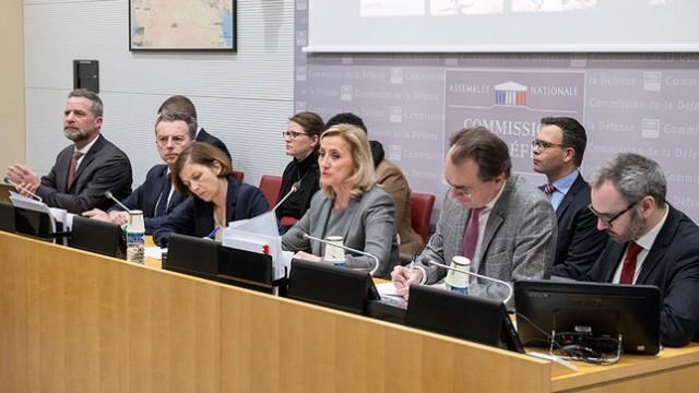 Auditions et tables rondes se multiplient au sein de la commission Défense de l'Assemblée nationale, avec pour objectif la sauvegarde de l'outil militaire et du maillage industriel de défense (Crédits: Assemblée nationale/Cabinet de F. Dumas)