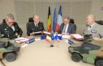 Au centre, le lieutenant-général Rudy Debaene et son homologue français, Joël Barre, lors du premier CODIR en décembre 2018 (Crédit: ministère des Armées)