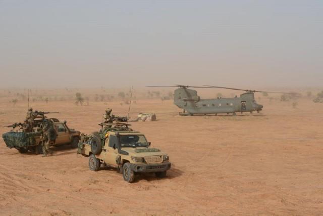GCP et GCM français déployés dans le Liptako (nord du Niger) lors de l'opération Aconit (Crédit : EMA/MinArm)