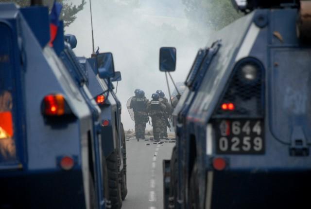 Deux véhicules blindés du Groupement blindé de gendarmerie mobile (Crédits: SIRPA)