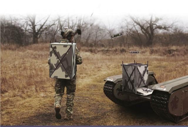 à dos d'homme ou par robot porteur, SkyHive doit venir donner de l'allonge ISR aux pelotons d'infanterie (Crédit : Tective Robotics)