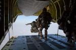 Des membres du commando Trépel lors d'un SOGH d'entraînement au dessus de Djibouti (Crédits: ministère des Armées)